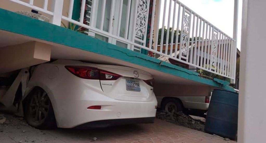 Sismo magnitud 5.8 en Puerto Rico provoca derrumbes de casas - Derrumbe de casa sobre auto en Puerto Rico por sismo. Foto de @Rusanvel