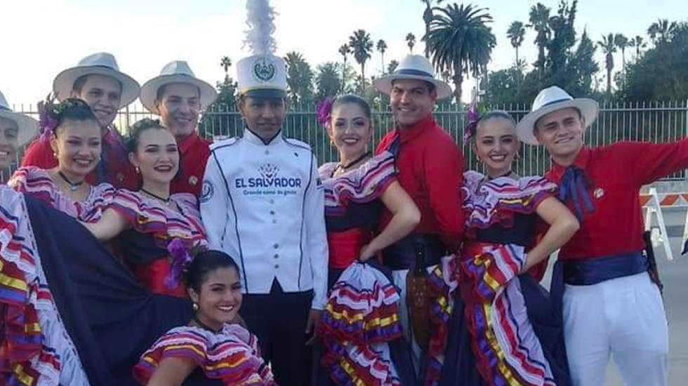 Latinos protagonizan el Desfile de las Rosas 2020 en California - Latinos protagonizan el Desfile de las Rosas 2020 en California
