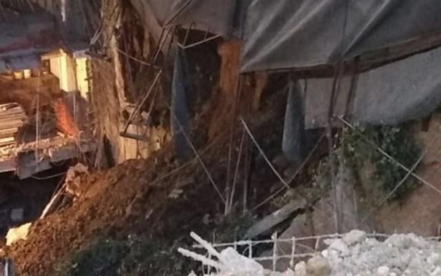 Suspenden obra en Cuajimalpa tras deslave, sin lesionados - Foto de @SGIRPC_CdMX