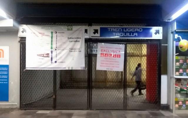 Tren Ligero capitalino inicia operaciones una hora tarde por sindicato - Entrada cerrada del Tren Ligero. Foto de @ELTULA_REBEL
