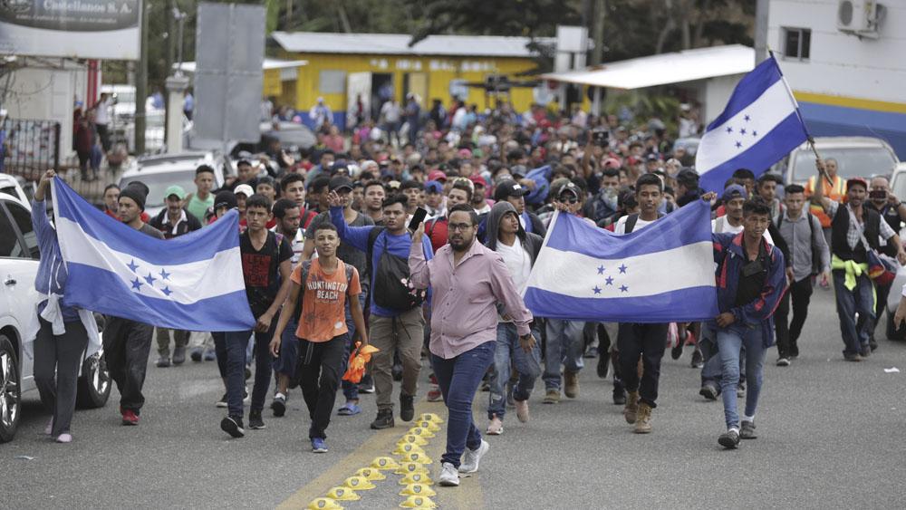 Existen cuatro mil empleos para migrantes en frontera sur, señala AMLO