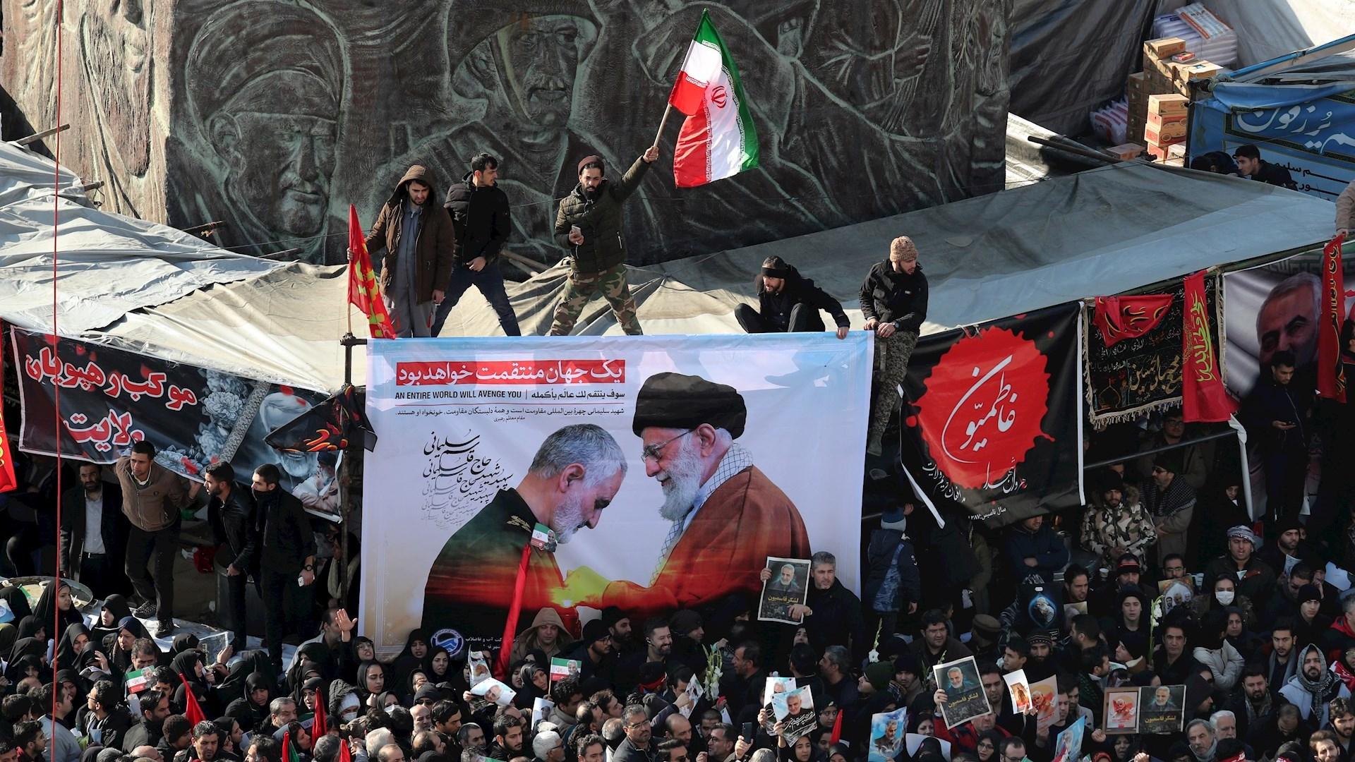 Ceremonia fúnebre para el comandante de la Fuerza Quds Qasem Soleimani en Teherán, Irán. Foto de EFE / EPA / ABEDIN TAHERKENAREH