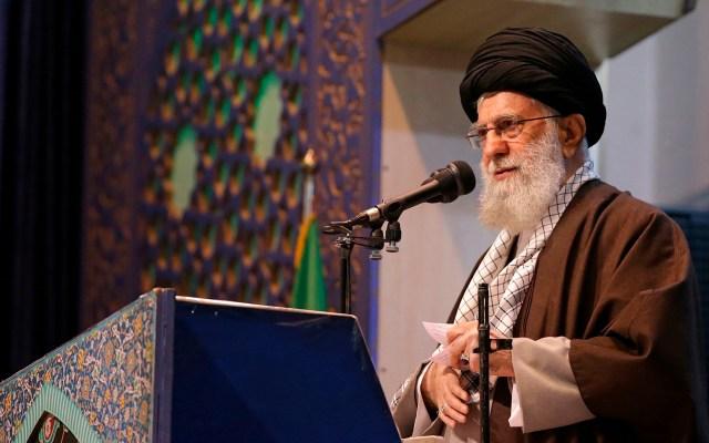 Jameneí llama a la resistencia de Irán y la región frente a Estados Unidos - Jameneí dirigió el sermón del viernes en Teherán, algo que no hacía desde 2012. Foto de EFE