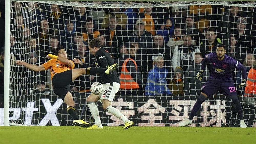 Jiménez cerca de marcar en empate de Wolves y Manchester United en FA Cup - Jiménez cerca de marcar en empate de Wolves y Manchester United en FA Cup
