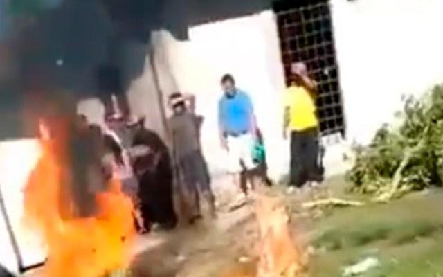 Linchan a presunto violador y asesino de niña en Chiapas - Linchamiento de hombre en Chiapas. Captura de pantalla