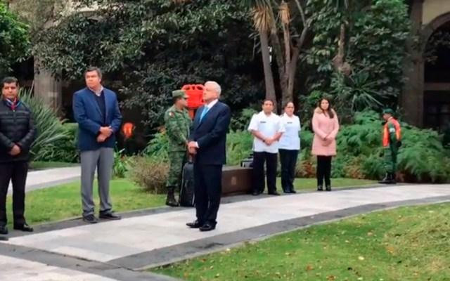 López Obrador se resguardó en Jardín de la Emperatriz durante Macrosimulacro - López Obrador en el Jardín de la Emperatriz. Captura de pantalla