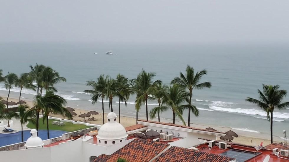Pronostican lluvias intensas en Nayarit, Jalisco, Durango y Sinaloa - Mal clima en la Riviera de Nayarit. Foto de @julval30