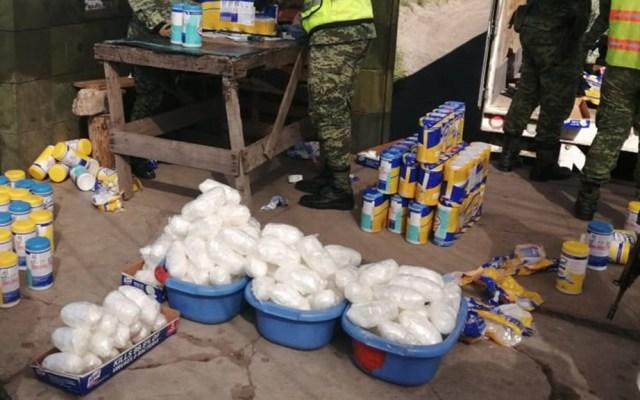 Aseguran en Sinaloa más de 190 kg de metanfetamina - Metanfetamina asegurada que era transportada en tractocamión. Foto de @SEDENAmx