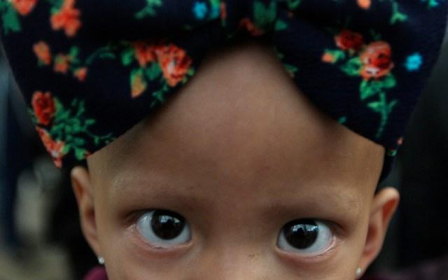Denunciarán padres de niños con cáncer a AMLO por falta de medicamentos - Niña con cáncer. Foto de Notimex