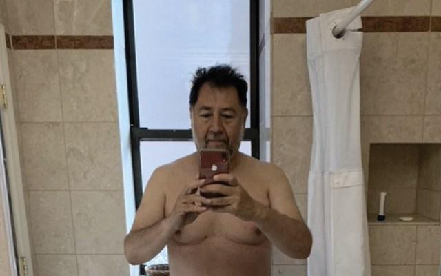 Fernández Noroña comparte foto en toalla y recibe memes - Foto de Twitter Fernández Noroña