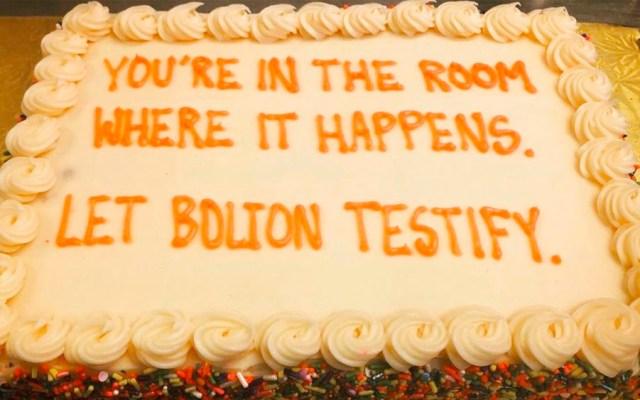 Envían pasteles a senadores republicanos; piden que Bolton testifique en juicio político - Envían pasteles a senadores republicanos; piden que Bolton testifique en impeachment