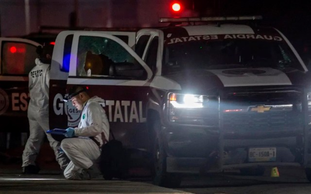 Ataque a elementos de la Guardia Estatal de Tijuana deja un muerto - Peritos en escena de ataque. Foto de El Imparcial