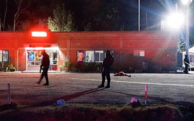 Crisis de violencia en Guanajuato acumula más de 300 homicidios en enero - Policías atienden el homicidio de nueve personas en Villagrán, el pasado 24 de enero. Foto de EFE