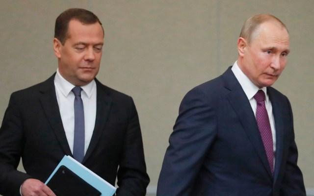 Dimite el gobierno del primer ministro ruso Dmitri Medvédev - El presidente ruso, Vladímir Putin, y el primer ministro, Dmitry Medvedev. Foto de EFE