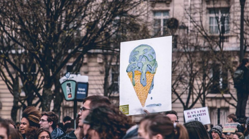 Proteger el 50.4 por ciento de la superficie de la Tierra, clave contra el cambio climático - Protesta contra la crisis climática. Foto de Harrison Moore / Unsplash