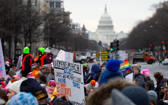 """""""Un violador en tu camino"""" marca el paso en Marcha de Mujeres frente a la Casa Blanca -"""