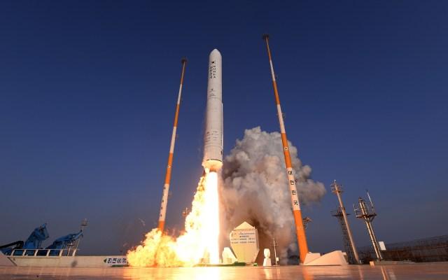 Corea del Sur lanzará en 2021 su primer cohete portador de satélites - Prueba de lanzamiento de cohete. Foto de KARI Image
