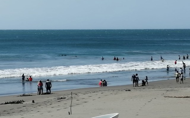 Alerta en Chiapas por fuertes vientos y oleaje elevado - Puerto Arista, Chiapas. Foto de @IstmoPc