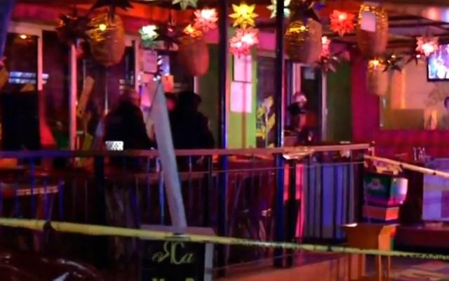 Riña en restaurante de la Nápoles termina con hombre baleado - Restaurante acordonado tras herida de bala a cliente. Captura de pantalla / Noticieros Televisa