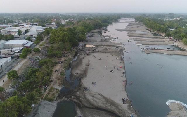 INM y GN mantienen vigilancia en margen del río Suchiate - Foto de INM