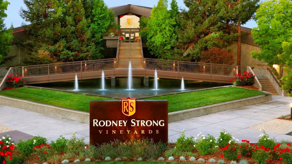Miles de litros de vino llegan a río de California tras fuga en viñedo - Rodney Strong California viños