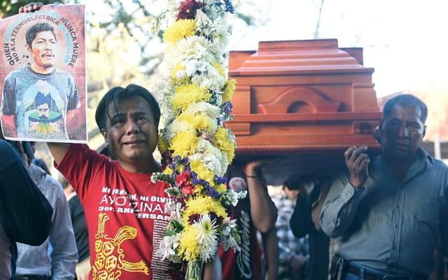 México reporta 21 defensores de derechos humanos asesinados en 2019 - Familiares y amigos del activista Samir Flores, trasladan sus restos al panteón comunitario de Amilcingo, municipio de Temoac en el estado de Morelos, el 21 de febrero de 2019. Foto de EFE