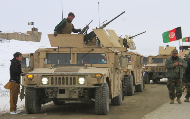 EE.UU. confirma caída de avión bombardero en Afganistán - EE.UU. confirma caída de avión bombardero; desmiente atribución de talibanes