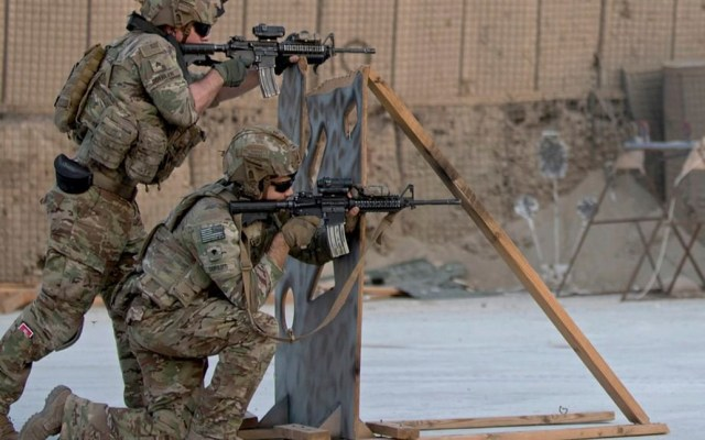 """""""No hay ninguna decisión de abandonar Irak"""", afirma Jefe del Pentágono - Tropas estadounidenses en entrenamiento. Foto de Staff Sgt. Alex Manne / US Army"""