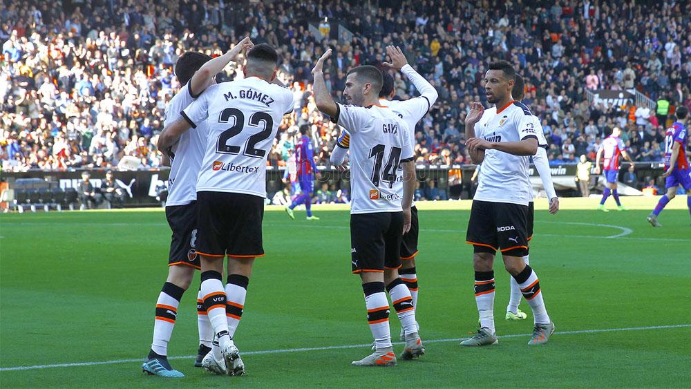 Maxi Gómez da victoria al Valencia ante el Eibar - Maxi Gómez da victoria al Valencia ante el Eibar