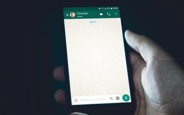 Facebook cancela planes para incluir publicidad en WhatsApp, aseguró el WSJ - Foto de Christian Wiediger para Unsplash