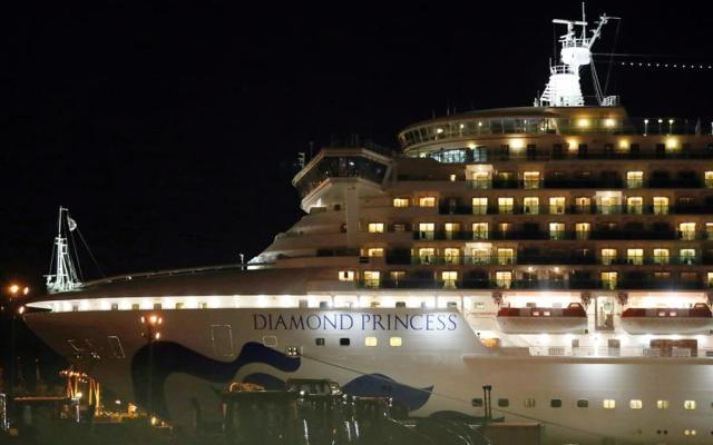 Detectan 88 nuevos casos de coronavirus en el Diamond Cruise - A todos los pasajeros y tripulantes del crucero Diamond Cruise que han ido dado positivo se les ha trasladado a centros médicos. Foto de EFE.