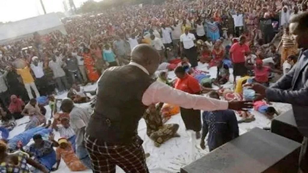 Al menos 20 muertos tras estampida en misa en Tanzania - Al menos 20 muertos tras estampida en misa en Tanzania