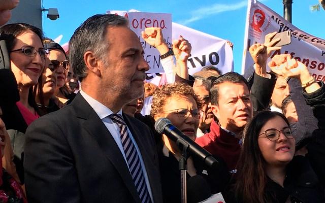 Ramírez Cuéllar acude al INE para acreditarse como presidente interino de Morena - Alfonso Ramírez Cuéllar afuera del INE. Foto de @alfonsoramirezc