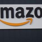 Activistas protestan contra Amazon ante la casa de Jeff Bezos en Manhattan - Foto de EFE