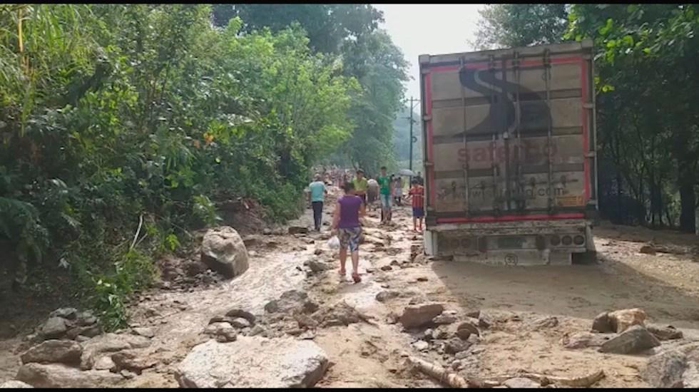 #Video Rescatan a bebé tras avalancha en Colombia - Las personas desaparecidas vivían en zonas pobres de las veredas (aldeas) Barroblanco y El Boquerón, que resultaron afectadas por el desbordamiento de la quebrada Grande. EFE/Ejército de Colombia