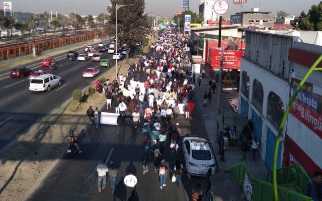 Manifestantes bloquean lateral de calzada Zaragoza - El bloqueo en la calzada Zaragoza. Foto de @REPORTINQUIETO
