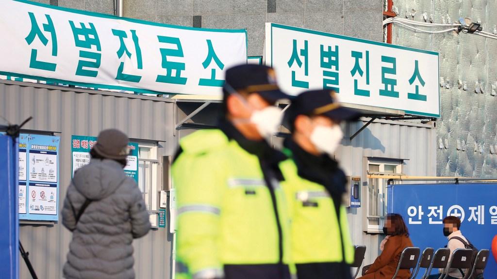 Ponen en cuarentena a trabajadores de fábrica en Corea del Sur por Covid-19 - Foto de EFE