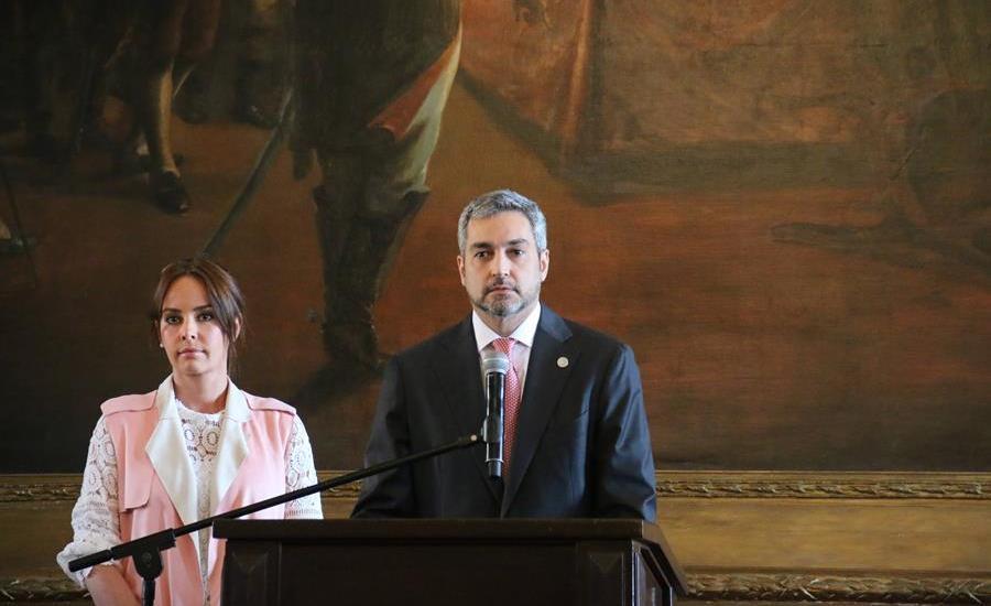Primera dama de Paraguay padece dengue; el presidente superó la enfermedad el mes pasado - El presidente de Paraguay, Mario Abdo Benítez y la primera dama, Silvana López Moreira. Foto: EFE