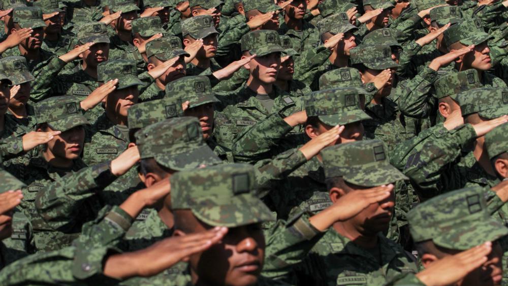 AMLO agradece al Ejército por dar la espalda a la traición y el golpismo - Foto de Notimex