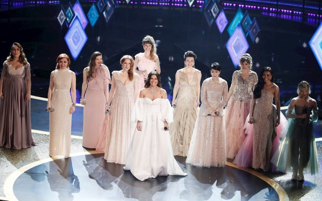 #Video Carmen Sarahí interpreta 'Into the Unknown' en la gala de los Óscar - Elsa Frozen 2 Premios Oscar