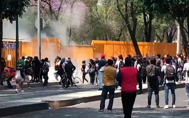 UNAM condena violencia contra profesores en CCH Azcapotzalco - Embozados en CCH Azcapotzalco. Captura de pantalla