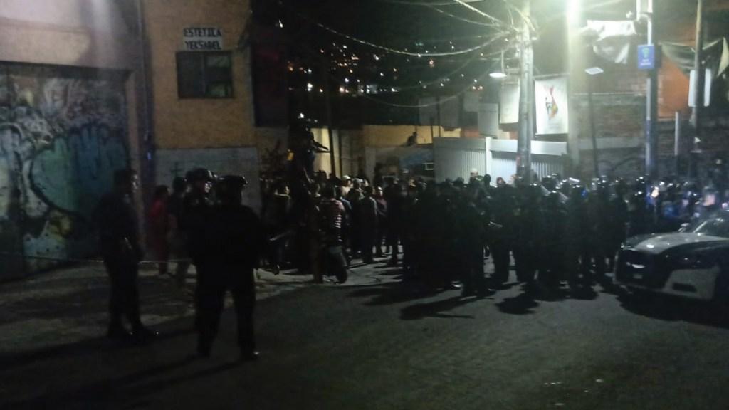 Detienen a intendente acusado de abusar de un menor en escuela de Álvaro Obregón - Foto de @fernand17704066