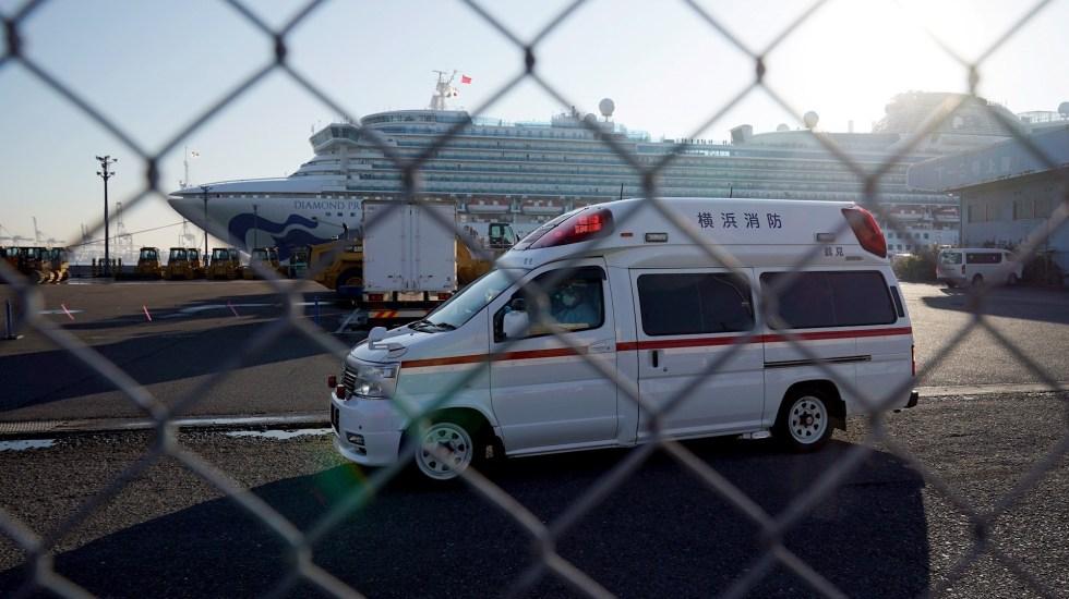 Confirman primer muerte en Japón por Covid-19 - Autoridades de Japón atendiendo a los contagiados dee Covid-19 en crucero. Foto de EFE/EPA/FRANCK ROBICHON
