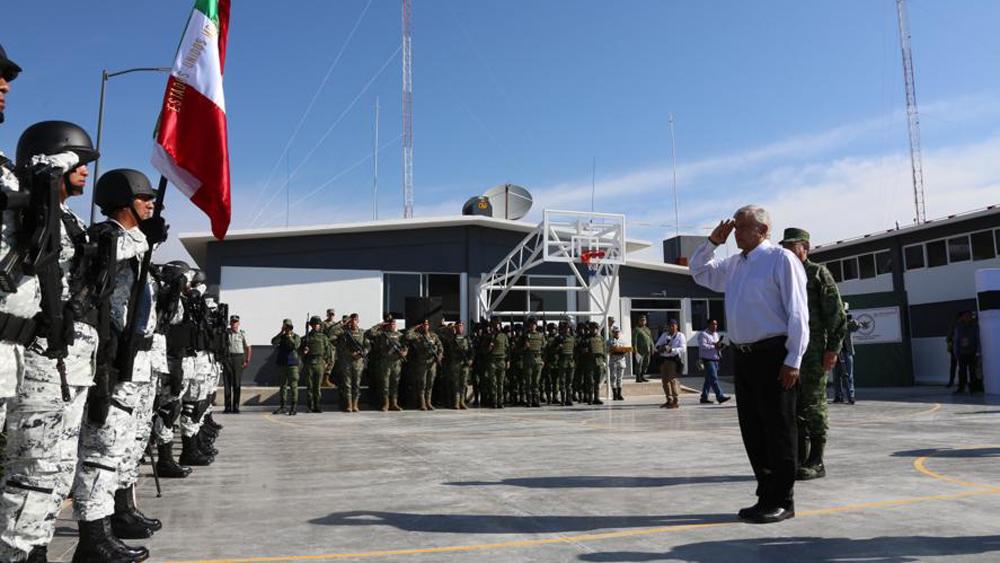 """""""Si la autoridad depende de la delincuencia no avanzamos"""", sentencia AMLO - López Obrador en inauguración de cuarteles de la GN en Pénjamo, Gto. Foto de @GN_MEXICO_"""