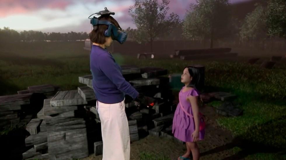 #Video Mujer se reencuentra con su hija muerta gracias a la tecnología - Mujer con su hija en encuentro virtual. Captura de pantalla