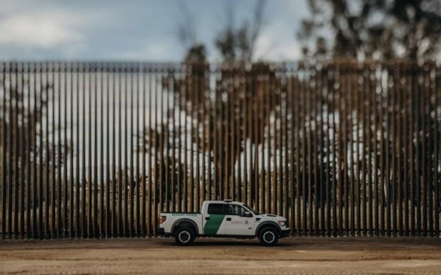 Baja a menos de la mitad los arrestos de migrantes en la frontera sur de EE.UU. - Foto de CBP
