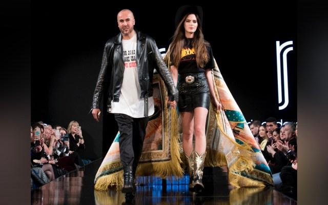 Ricardo Seco presenta en el Fashion Week 2020 su nueva colección que busca darle voz a migrantes - En el marco de Fashion Week 2020 en Nueva York, el diseñador mexicano Ricardo Seco presentó su colección 'Paisano Rocks'