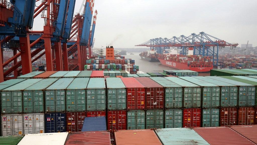 China reducirá a la mitad los aranceles a productos de EE.UU. - Importación de productos. Foto de EFE