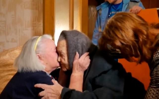 Hermanas rusas se reencuentran tras ser separadas en la II Guerra Mundial - Reencuentro de hermanas separadas por la II GM. Foto de @mvd.official