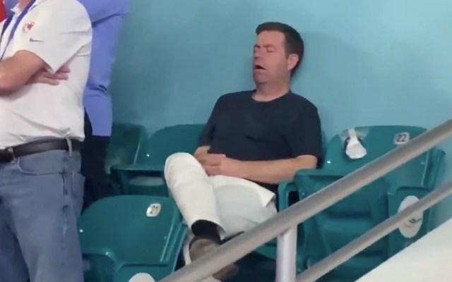 #Viral Aficionado se duerme en el Super Bowl - Super Bowl hombre dormido